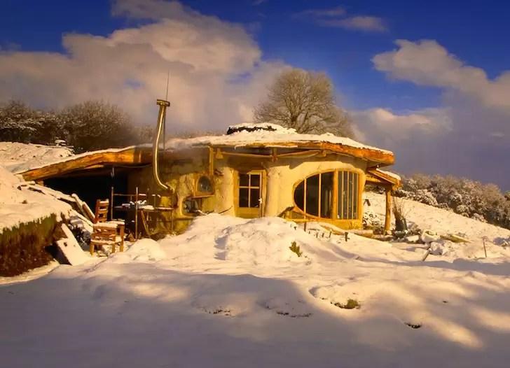 welsh-hobbit-house-simondale-13
