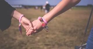 dar as mãos