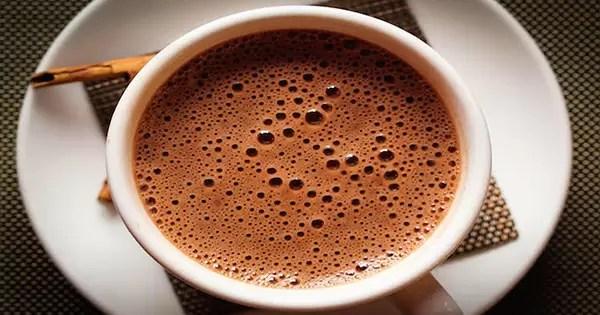 chocolate quente com cúrcuma