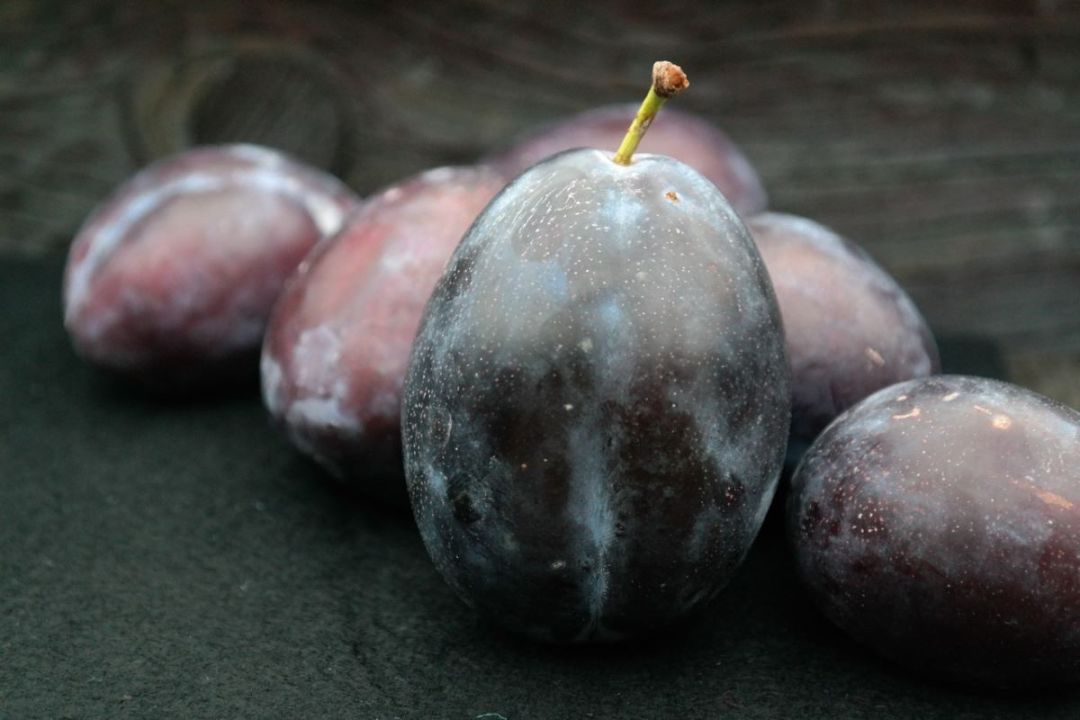 Plums are eaten raw or dehydrated