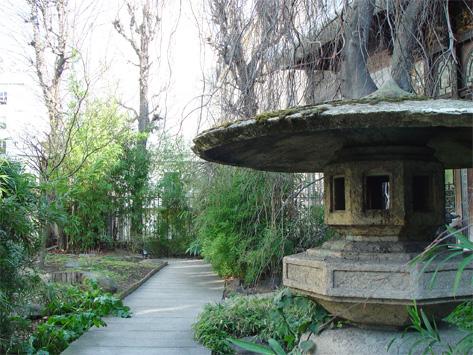 Lanterne japonaise laquelle choisir jardin japonais le blog - Lanterne jardin ...