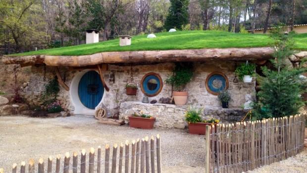 Cabane du Varon, maison du hobbit , blog voyage famille