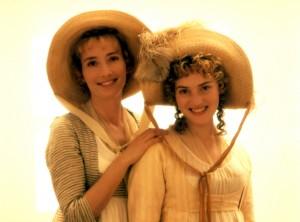 Elinor (Emma Thompson) e Marianne (Kate Winslet) nella versione cinematografica per la regia di Ang Lee