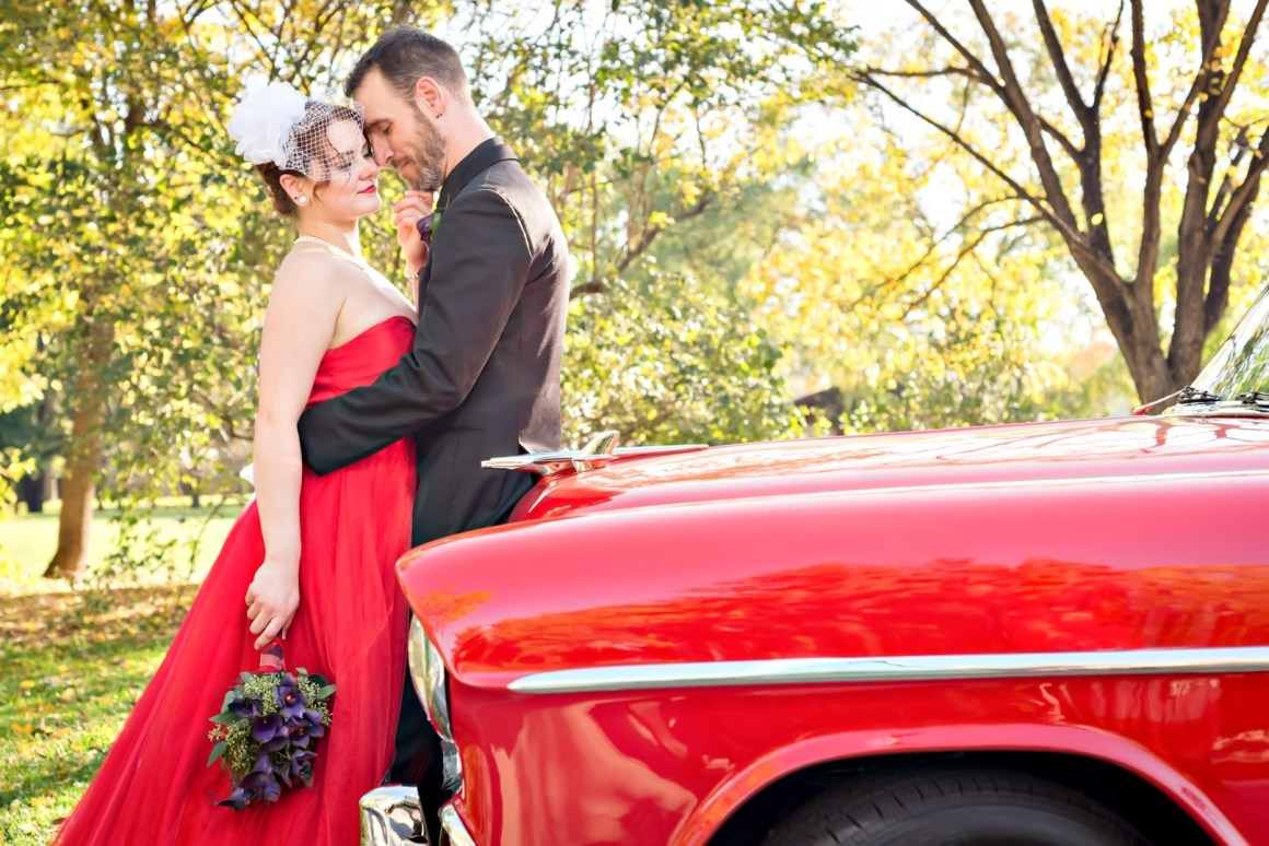 Paula & Scott's Eccentric & Unique Autumn Winnipeg Wedding at Kildonan Park