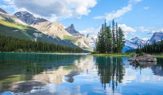 Maligne Lake at Jasper National Park.