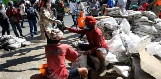 Risma Gaungkan Surabaya Bermasker