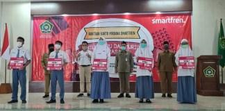 Smartfren Bagikan Bantuan Kartu Perdana Gratis untuk Guru dan Siswa Seluruh Madrasah di Jawa Timur