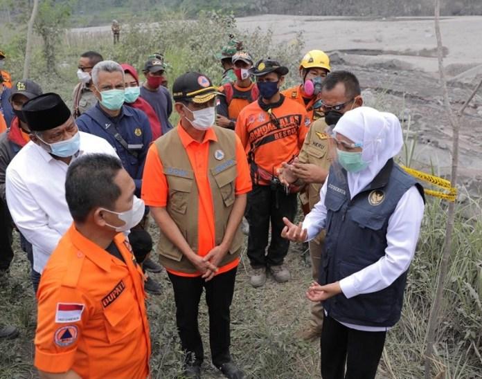 Gubernur Khofifah dan Kepala BNPB Tinjau Area Terdampak Erupsi Gunung Semeru