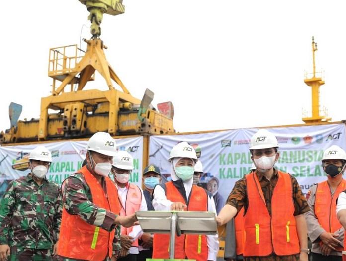 Gubernur Khofifah, ACT dan YP3I Lepas Kapal Kemanusiaan ke Kalimantan Selatan