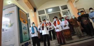 Mandiri Syariah Sumbang ATM Beras untuk Program Jogo Masjid di Masjid Sabiilus Salam Surabaya