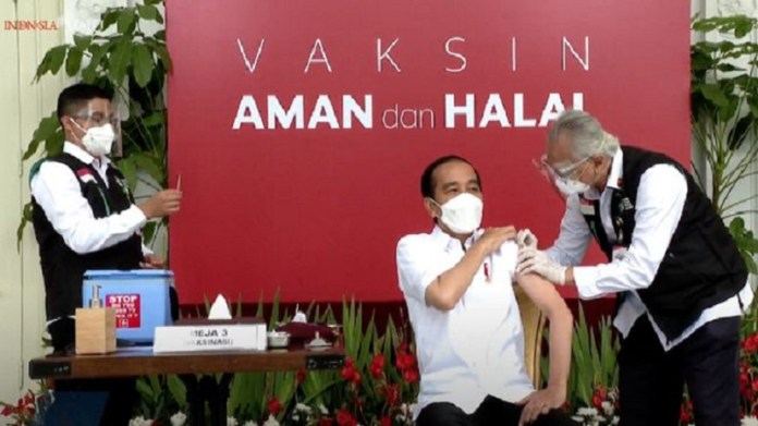 Presiden Jokowi Mengawali Proses Vaksinasi Covid-19 di Indonesia