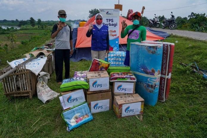 TPS Beri Bantuan untuk Warga Banjir Jombang