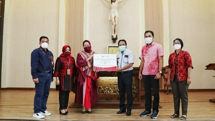 Bank Jatim Serahkan CSR Sarana Prasarana Gereja