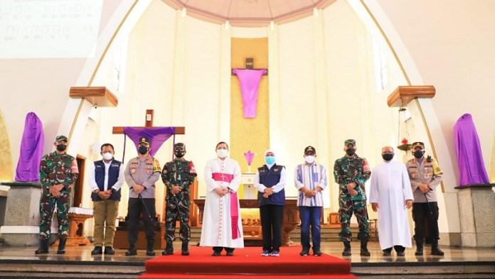 Pastikan Perayaan Paskah Aman, Gubernur Khofifah Tinjau Gereja Katedral di Surabaya dan Malang