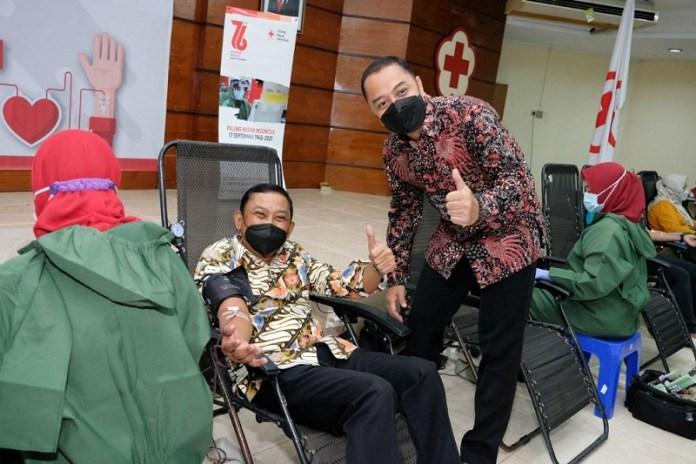 OJK Regional 4 Jawa Timur dan SRO Pasar Modal Peroleh Penghargaan Walikota Surabaya