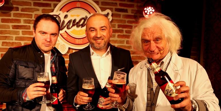 Darko Ivancevic, direktor marketinga  Zagrebacke pivovare s glumcima iz Amber TV spota