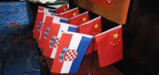 Kina_Hrvatska_zastave.midi