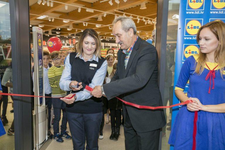 voditeljica-trgovine-i-gradonacelnik-bjelovara-otvaraju-trgovinu