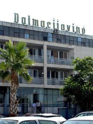dalmacijavino-upravna-zgrada-midi