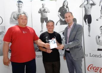 paraolimpijac-darko-kralj-predsjednik-hpo-a-ratko-kovacic-i-igor-cutuk-iz-coca-cole-hbc-hrvatska