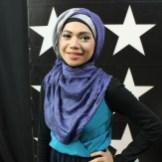 Indah Nevertari baju dan jilbab hijau