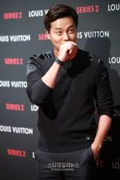 Aktor berbakat Korea Lee Seo-jin