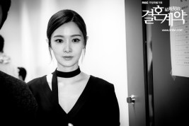 Foto BW Uee dalam Marriage Contract