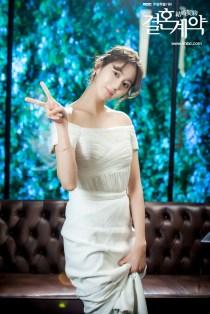 Uee atau Kim Yu-jin dalam Sesi Foto Marriage Contract 2