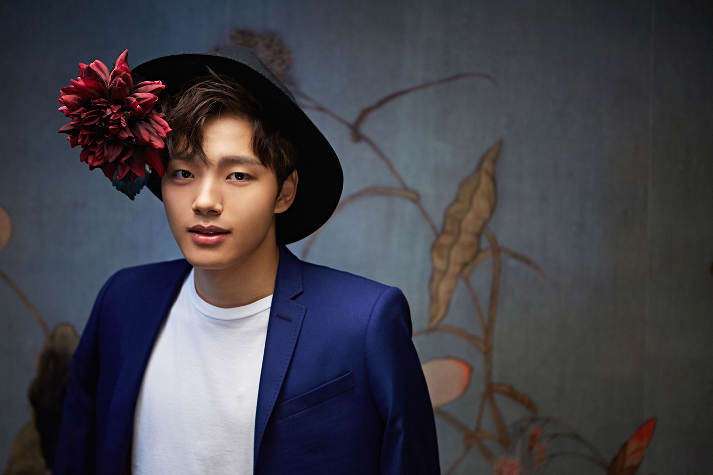 Yeo Jin Goo dengan Topi