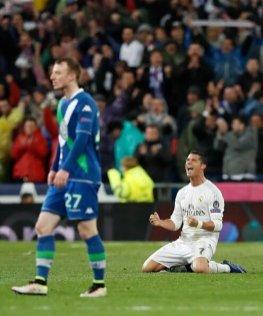 Cristiano Ronaldo Merayakan Goal atas Wolfburg 2016