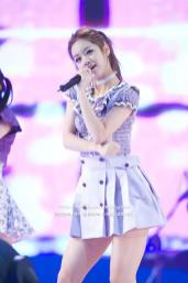 Lee Hyeri di panggung bersama Band nya