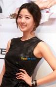 Senyum Lee Chung Ah