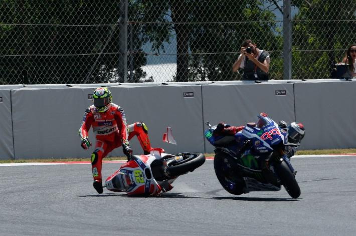 Insiden Andrea Iannone Ducati Jorge Lorenzo Catalunya MotoGP