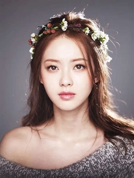 Go Ara as Kim Ah-ro on Hwarang: The Poet Warrior Youth