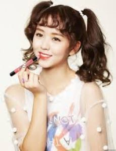 Foto Kim So Hyun in a Commercial Film for a Beauty Product