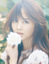 Foto The Beautiful Kim So Hyun Holding a White Flower
