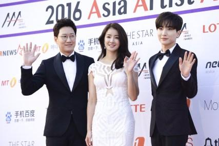The 2016 Asia Artist Awards Red Carpet - MC Jo Woo Jong, Lee So Young, Leeteuk