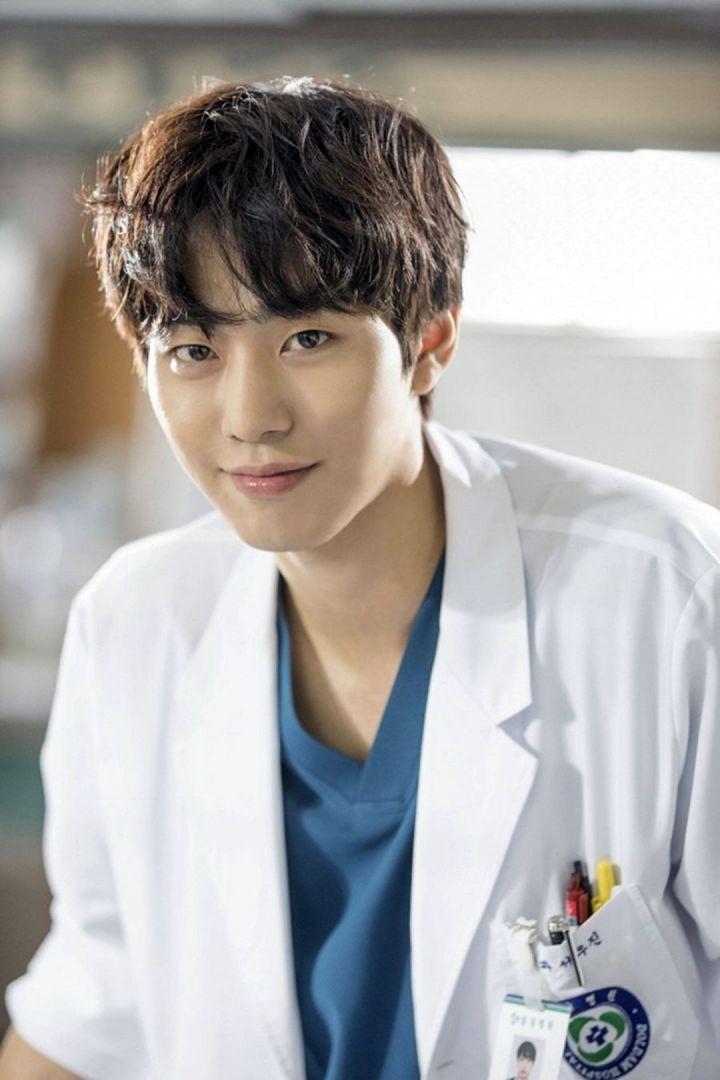 Ahn Hyo Sup Sebagai Seo Woo Jin