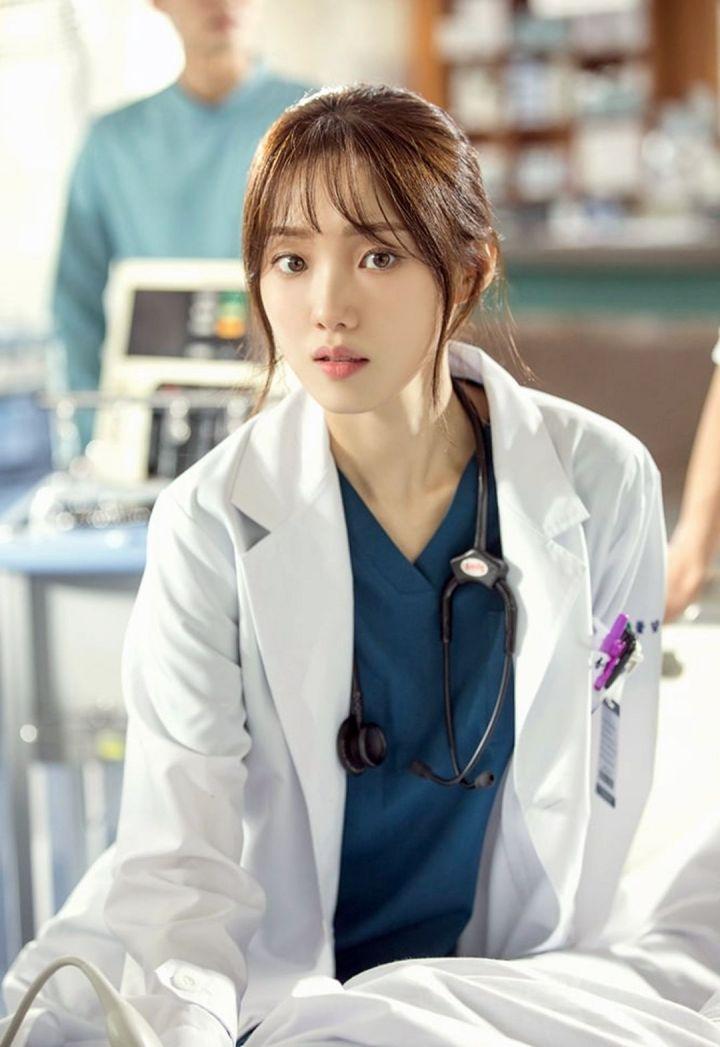 Lee Sung Kyung Sebagai Cha Eun Jae