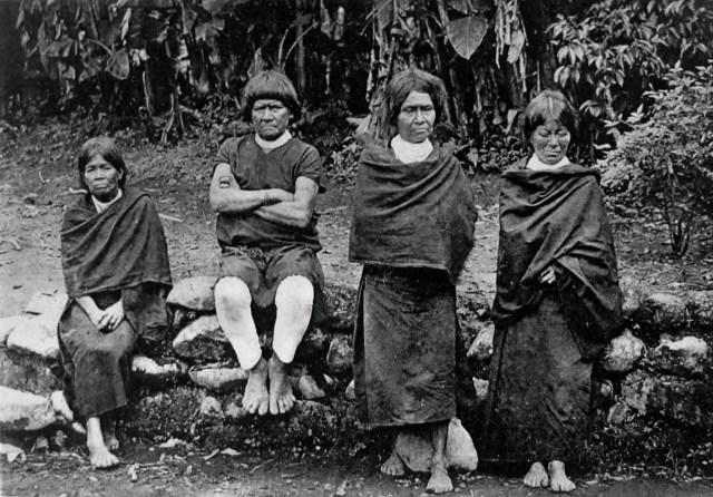 Postal Indígenas mocoanos, Misiones de padres capuchinos, Caquetá (Colombia). /Fuente: Archivo Diócesis Mocoa-Sibundoy.