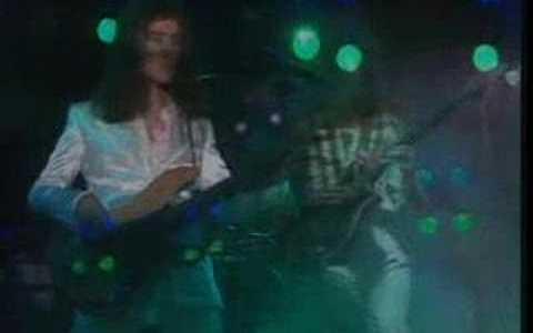 Comparte Síguenos Tal día como hoy de 1991 la música despedía a una de las […]