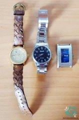 Tres relojes abandonados