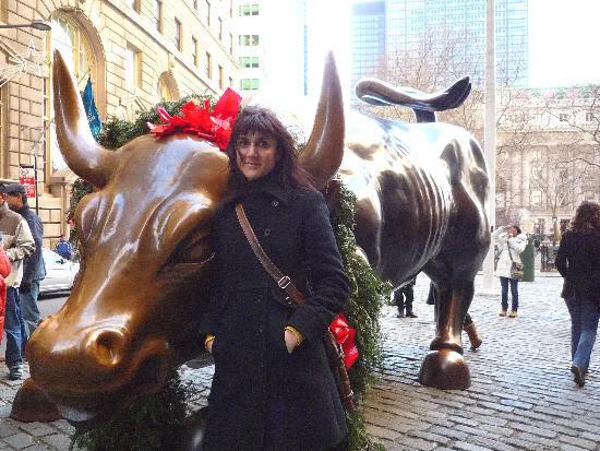 El toro de Wall Street, más navideño que nunca