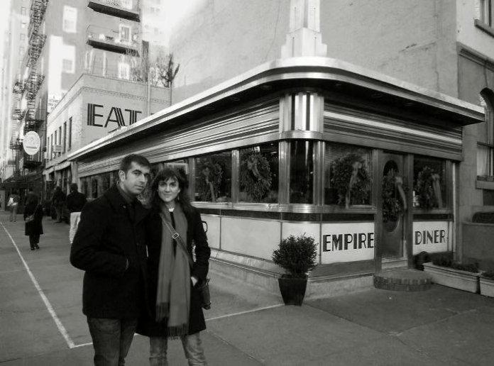 Nosotros justo antes de entrar en el Empire Diner. Navidad de 2008