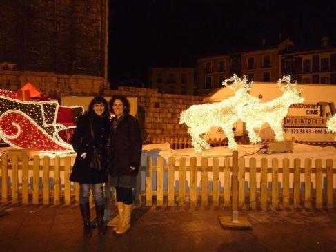 Pilar e Isabel rodeadas de adornos navideños pucelanos