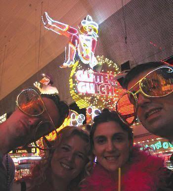 De izquierda a derecha: Juan, Eva, Pilar y Javi disfrutando su última noche en Las Vegas. ¡¡ Desfase total !!