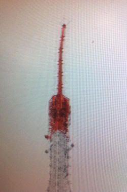 Antena de la Torre de Tokio, doblada por efecto del seísmo