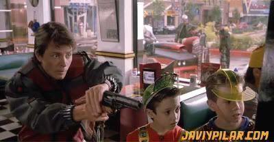 Marty disparando a un vaquero de NES