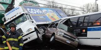 Espectacular choque en Queens (Nueva York). Diciembre de 2010