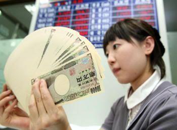 Contando yenes (foto: Yonhap)